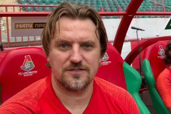 В национальной сборной нападающий пробыл до 2004 года. До апреля 2021 года представлял ФК «Локомотив»