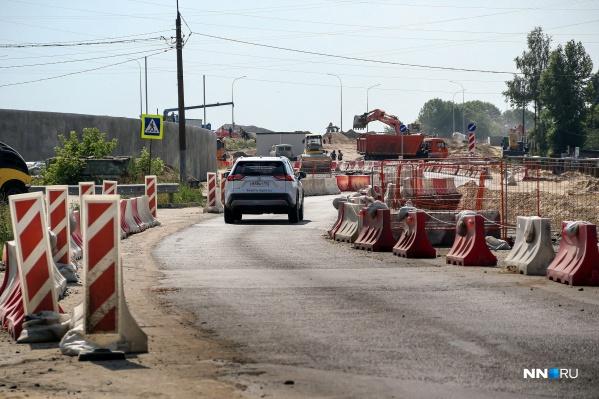 Пока водители едут по временной дороге