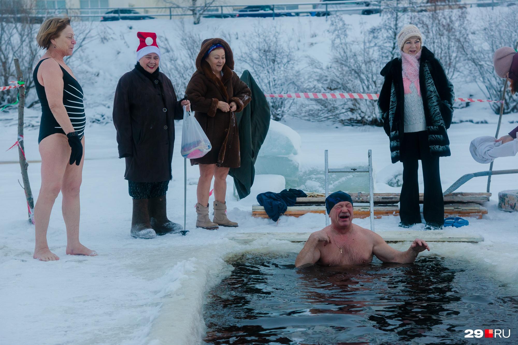 Бывалые моржи советуют после купаний хорошо вытереться и сразу же одеться