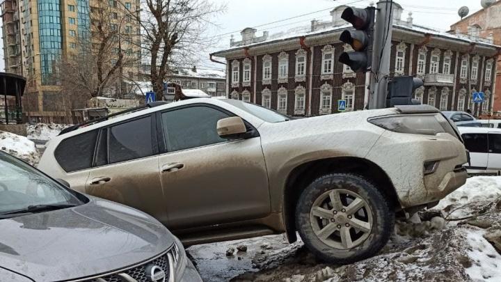 «Угонщики заклеили подъездные камеры». Какие машины и как воруют у новосибирцев (не рискуйте Prado и Hyundai)