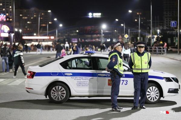 Пока будут идти парад и салют, водителям нужно будет искать объезд, в том числе и водителям общественного транспорта