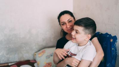 «Купила цветы, и сын мне их подарил»: история омской матери-одиночки и ее тяжелобольного ребенка