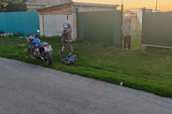 Авария с участием двух детей произошла около частного дома
