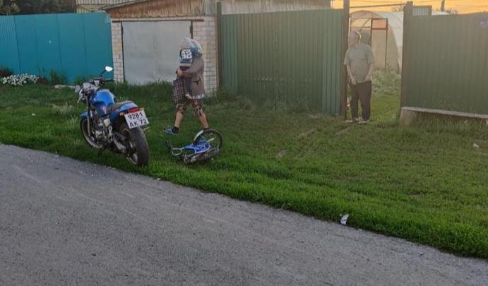 В тюменском селе 15-летний ребенок сбил на мотоцикле 3-летнего