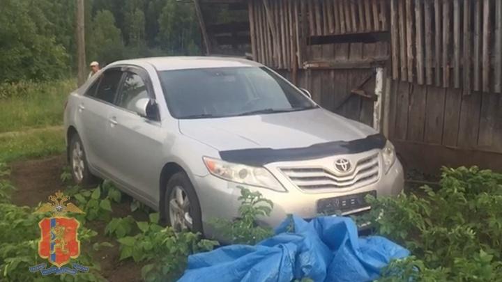 Красноярец угнал с ведомственной стоянки Toyota Camry, изъятую у него за долги. Ему грозит до 10 лет колонии