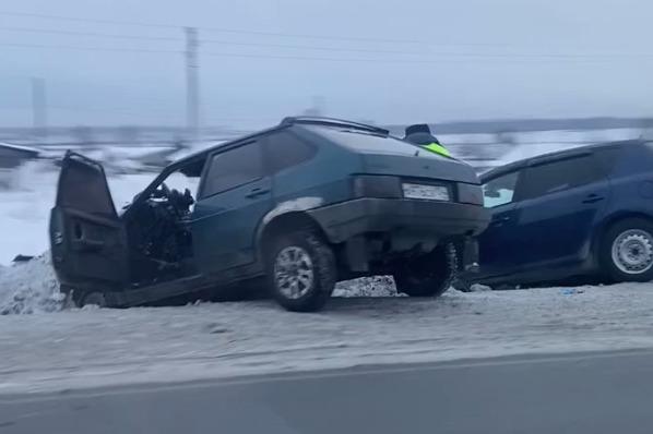 На трассе под Новосибирском столкнулись «Лада» и «Киа» — пострадал мужчина