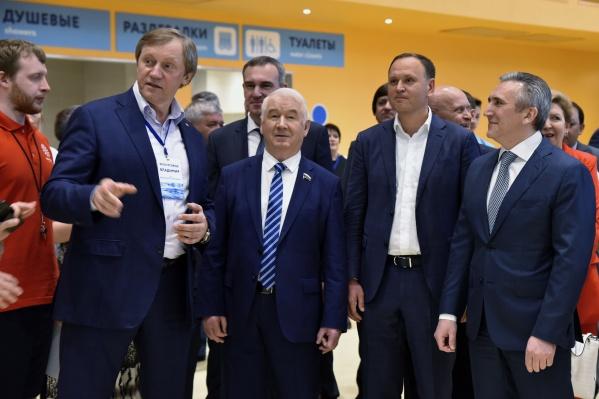 Больше всего денег «Единая Россия» получила от фонда, которым руководит Владимир Шевчик (на фото слева)