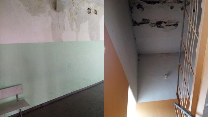 В Нефтяниках после дождя протекла крыша школы