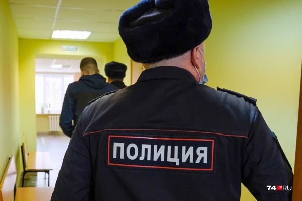 Полицейского отстранили от работы