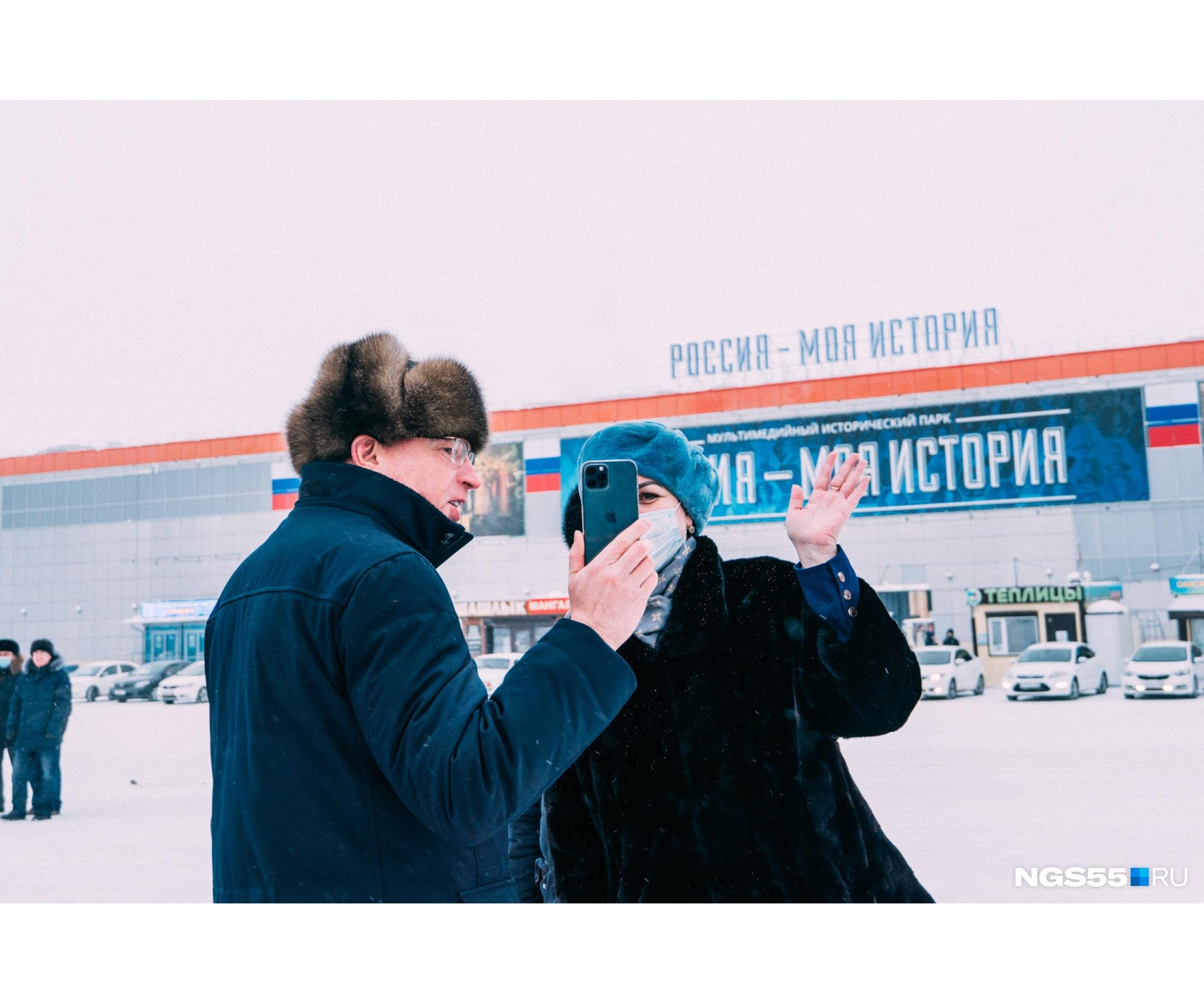 Новые автобусы помогли губернатору Александру Буркову открыть в себе стримера