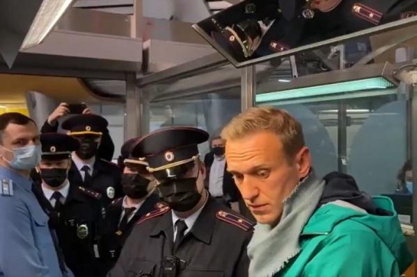 Навального арестовали во время прохождения паспортного контроля в Шереметьево