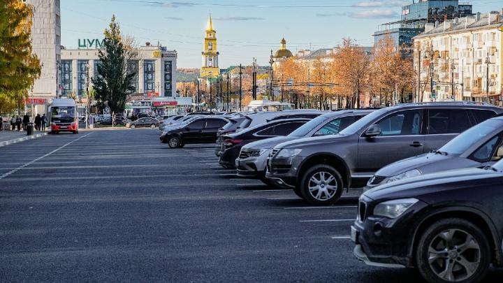 Активист «Горпроектов» 200 раз не платил за парковку на Октябрьской площади — и ему не пришло ни одного штрафа