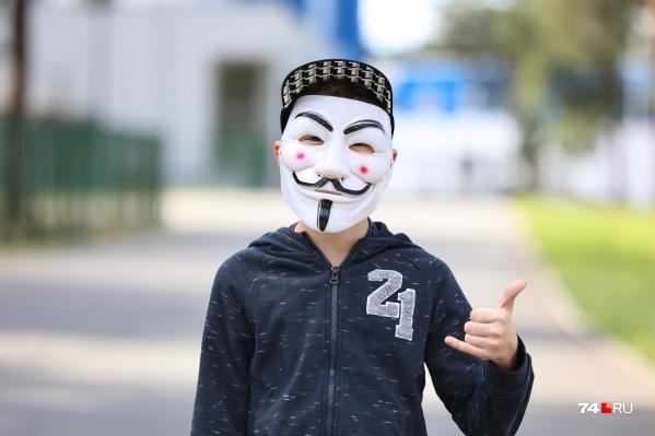 А вы уже встречали детей в таких масках?