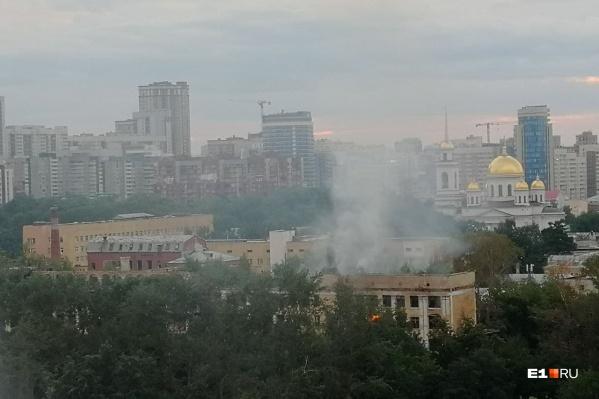 Дымом накрыло центр города
