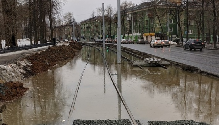 В Перми затопило новые трамвайные пути на Уральской. В мэрии говорят, что это временно