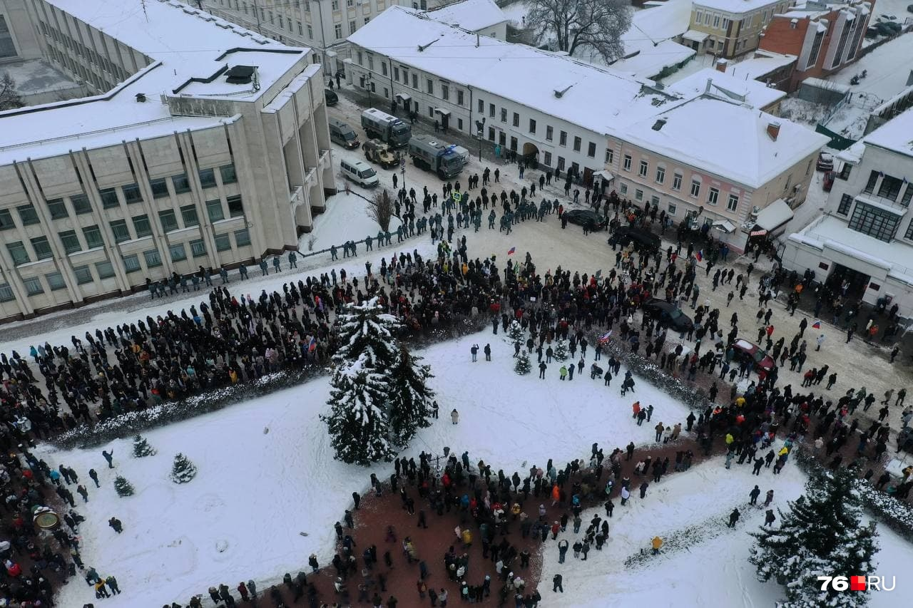 """По разным данным, в шествии приняли участие <nobr class=""""_"""">от 1 до 2 тысяч</nobr> человек"""