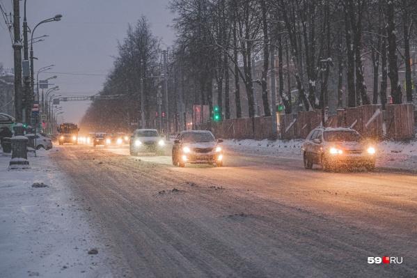 В сумерках ситуация на дорогах ухудшается еще сильнее