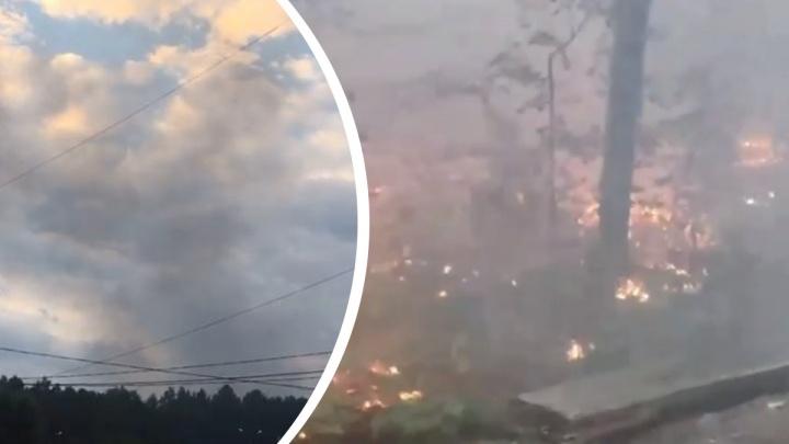 Огонь у Каменных Палаток. В Шарташском парке разгорелся крупный пожар