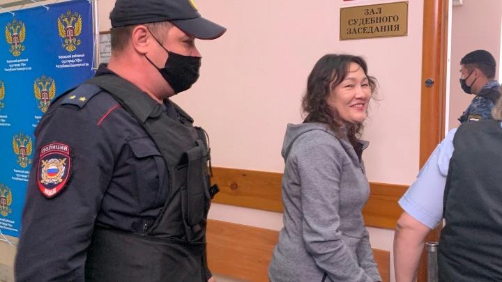 В Уфе идет суд над активисткой, которая призывала снести кресты на Урале