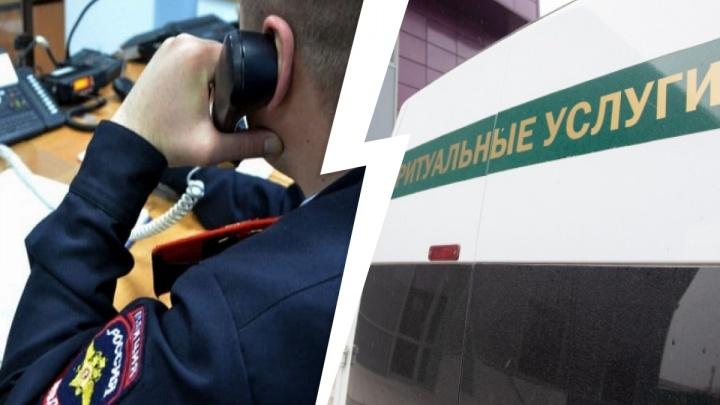 В Челябинске задержаны четверо полицейских, сливавших похоронщикам данные об умерших