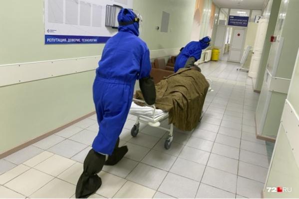 Легкие поражены на 70%: в инфекционку экстренно госпитализировали 35-летнего тюменца с COVID-19