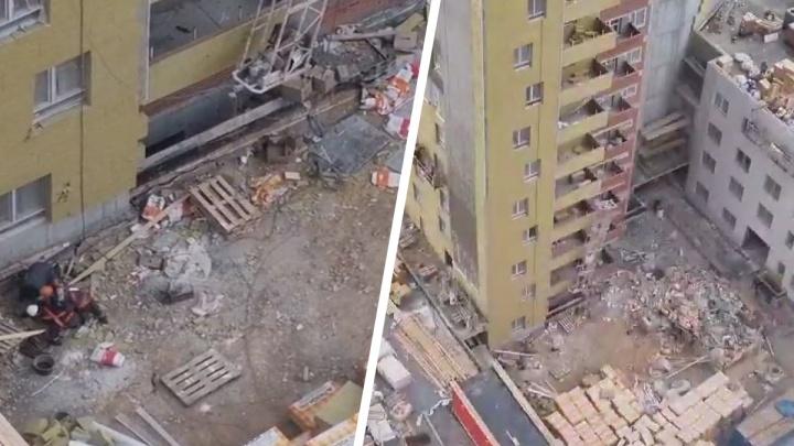 «Родился в рубашке». В каком состоянии рабочий, упавший с большой высоты в Екатеринбурге