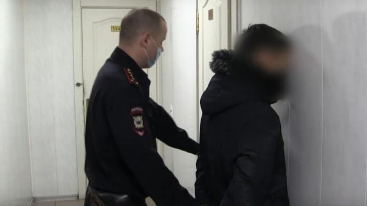 На Левобережье 19-летний охранник изнасиловал девушку, которая рано утром возвращалась с работы