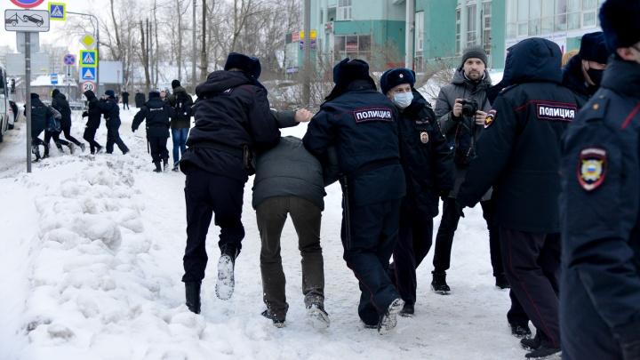 ОМОН, полиция и длинная прогулка по Архангельску: смотрим, как прошла акция протеста 31 января