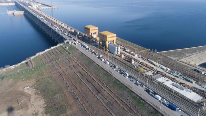 Пробка восемь километров: огромный затор на трассе между Волгоградом и Волжским