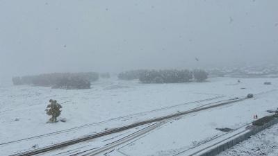 Из-за мощного снегопада из кемеровского аэропорта не могут улететь самолеты. И прилететь