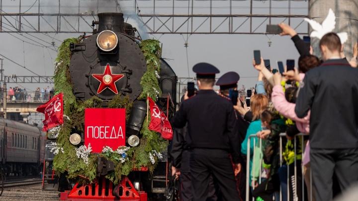 Паровоз из прошлого: на тюменский вокзал прибыл поезд-музей