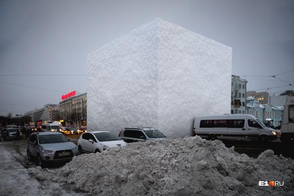 Мы изобразили, сколько снега выпало, а сколько сумели вывезти