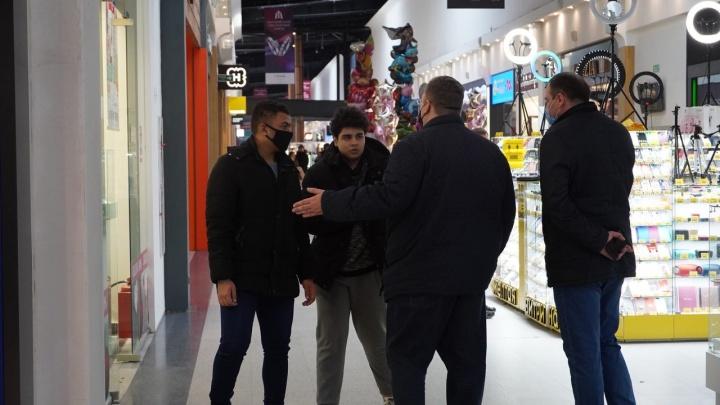 В торговых центрах Самары проверили соблюдение масочного режима