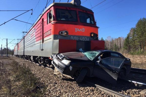ДТП случилось на железнодорожном переезде