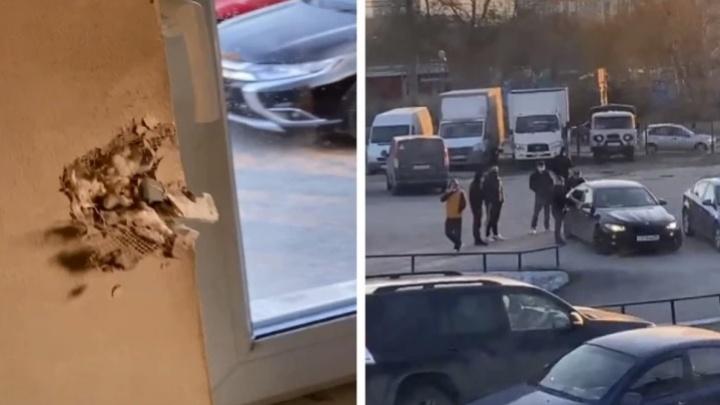 «Избили, распылили газ». Полиция отказала в возбуждении дела екатеринбурженке, у которой пытались отнять парковку