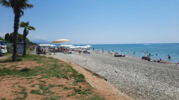 «Везде предупреждают не купаться в море»: екатеринбуржцы заразились ротавирусом на курорте в Абхазии
