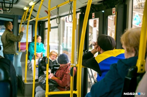 Если вы не успели скачать новое приложение, то рассчитаться с 1 октября в автобусах можно будет другими способами: наличными, банковской и транспортной картами
