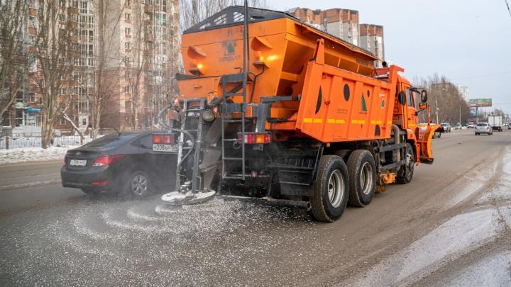 Стало известно, сколько машин будет чистить новосибирские дороги от снега этой зимой