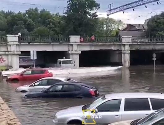 Власти Краснодара объяснили водителям, что делать, если ливень затопит улицу под мостом на Вишняковой