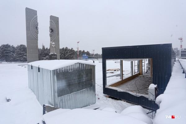 Павильоны появились в охранной зоне памятника Курчатову в конце ноября