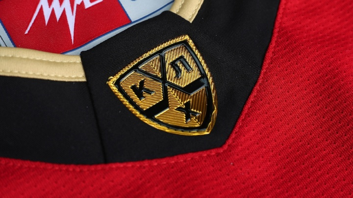 «Авангард» стал первым клубом в КХЛ, кто будет играть с золотой эмблемой лиги