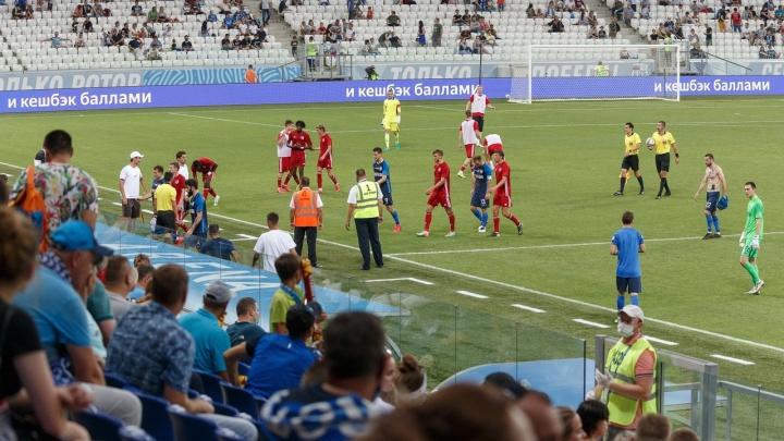 «Покиньте стадион, вы мешаете»: волгоградским фотографам запретили снимать матчи на «Волгоград Арене»