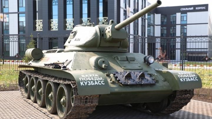 Возле президентской «кадетки» в Кемерово с постамента сняли танк Т-34: комментарий мэрии