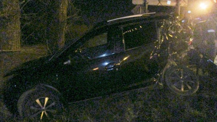 Водителя госпитализировали: в Ярославской области легковушка столкнулась с грузовиком