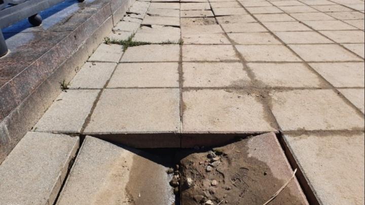 В Ярославле после потопа провалились участки Волжской набережной