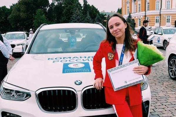 Ключи от автомобиля девушке вручил Дмитрий Медведев