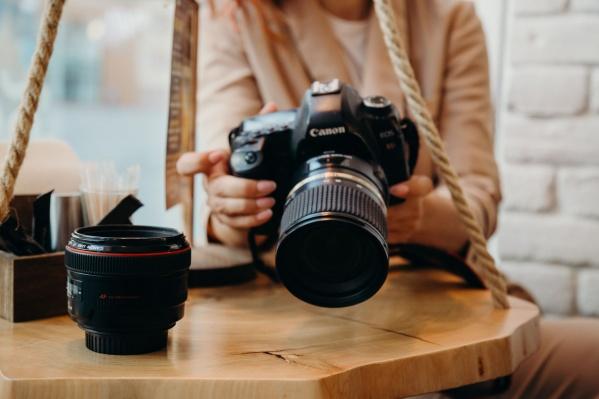 Хотя фотографы законно выполняют свою работу, помешать съемке пытаются все подряд: охранники, кондукторы, прохожие