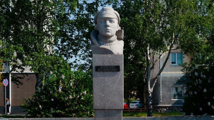 Ремонтировать памятник Роману Куликову будет фирма, которая благоустраивала набережную за «Прагой»