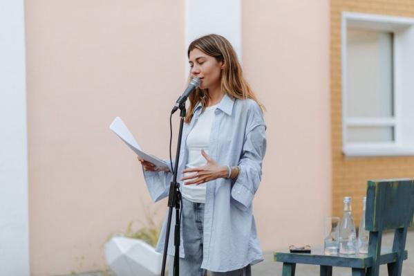 Яна — автор стихотворения про пальто, локоны и самое простое, что тиражируют в статусах тысячи волгоградских девочек