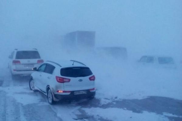 Напряженная обстановка сохраняется на дорогах в 11 районах Челябинской области